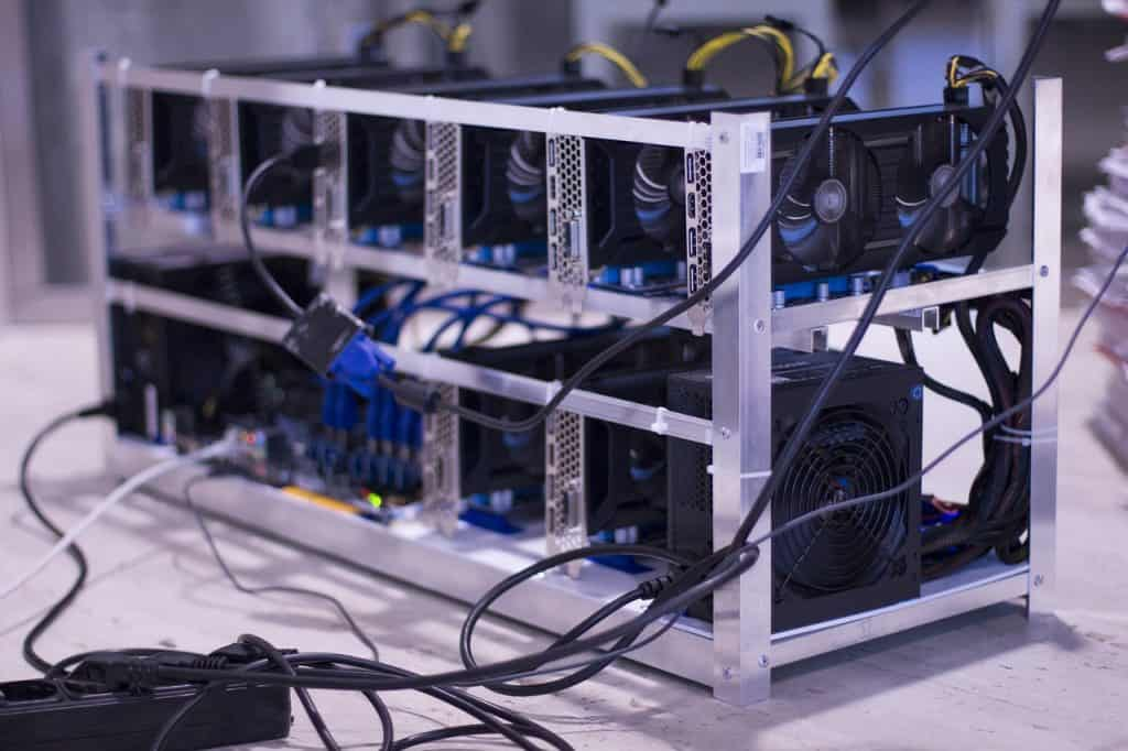 Bitcoin transaction fees depend on miners